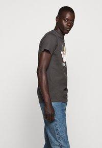 Fiorucci - VINTAGE ANGELS TEE - Print T-shirt - dark grey - 4