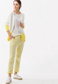 BRAX - STYLE CAELEN - Basic T-shirt - offwhite - 1