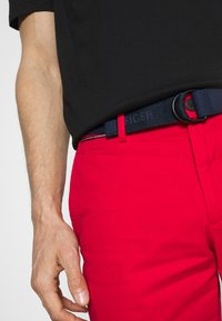 Tommy Hilfiger - BROOKLYN LIGHT - Shorts - primary red - 5