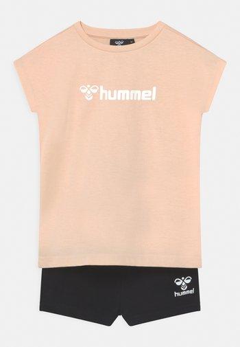 NOVET GIRLS SET - Print T-shirt - bisque