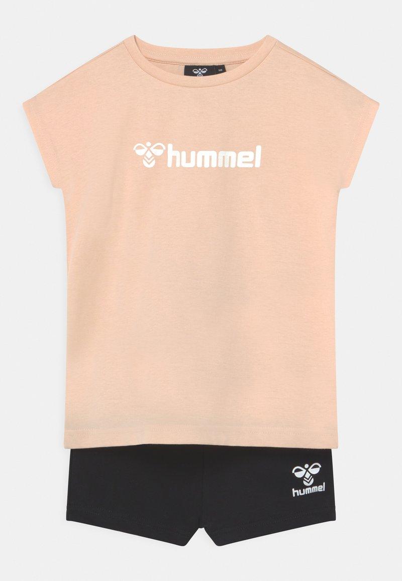 Hummel - NOVET GIRLS SET - T-shirt imprimé - bisque
