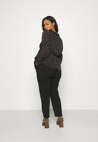 CAPSULE by Simply Be - V NECK BALLOON SLEEVE BLOUSE - Blouse - black - 2