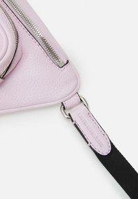 Calvin Klein Jeans - CONVERTIBLE WAIST BAG - Bum bag - pink - 2
