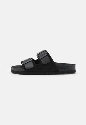 VMCARLA WIDE FIT  - Slippers - black