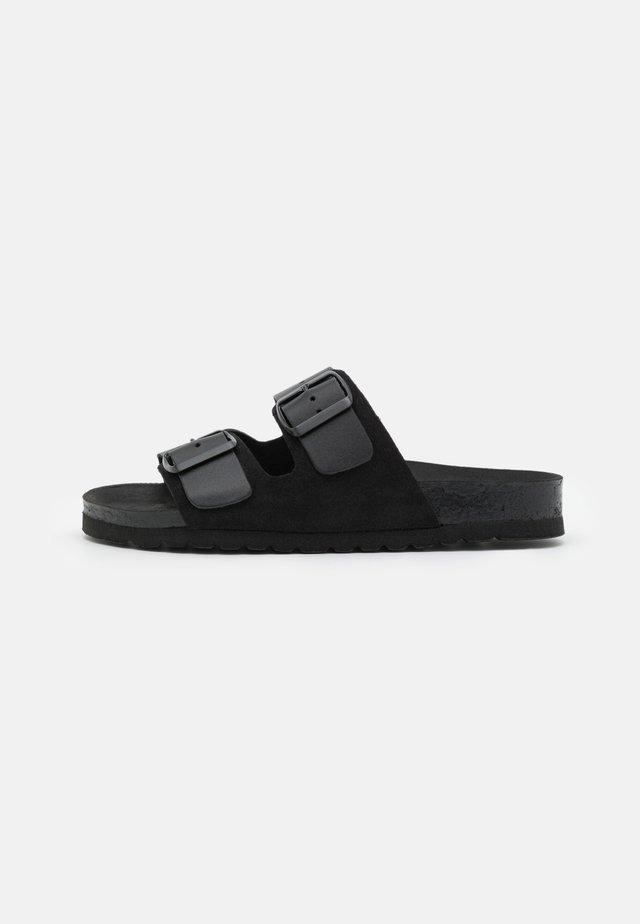 VMCARLA WIDE FIT  - Domácí obuv - black