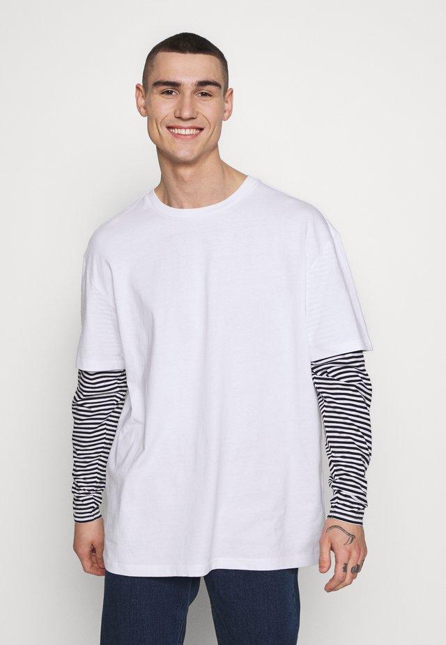 DOUBLE LAYER STRIPED TEE - Bluzka z długim rękawem - white