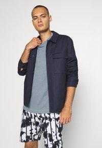 Jack & Jones PREMIUM - JPRAIDEN TEE CREW NECK AMERICAN FIT - Basic T-shirt - faded blue - 3