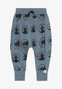 Turtledove - PENGUIN HEAD HAREMS - Pantalon de survêtement - denim - 2