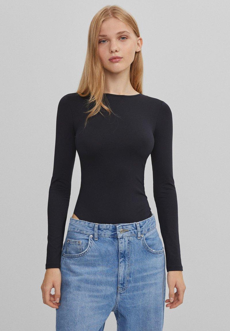 Bershka - MIT FREIEM RÜCKEN - Long sleeved top - black