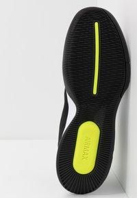Nike Performance - NIKECOURT AIR MAX WILDCARD - Multicourt tennis shoes - black/white/volt - 4