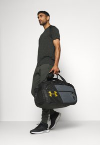 Under Armour - UNDENIABLE DUFFLE - Sportstasker - black - 0