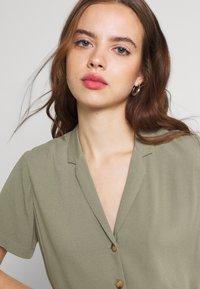 Envii - ENNAPLES DRESS - Maxi-jurk - deep lichen green - 3
