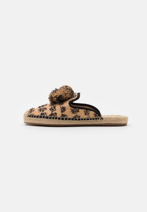 CRAZY POMPOM MULE - Pantofle - black/natural