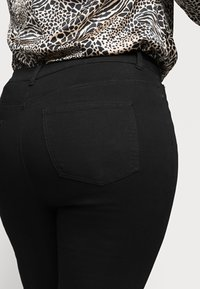 CAPSULE by Simply Be - LUCY HIGH WAIST SKINNY - Jeans Skinny Fit - black - 3
