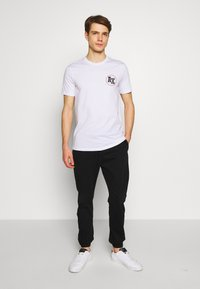 Armani Exchange - T-shirt med print - white - 1