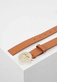 Tommy Hilfiger - ROUND BELT  - Pásek - brown - 2