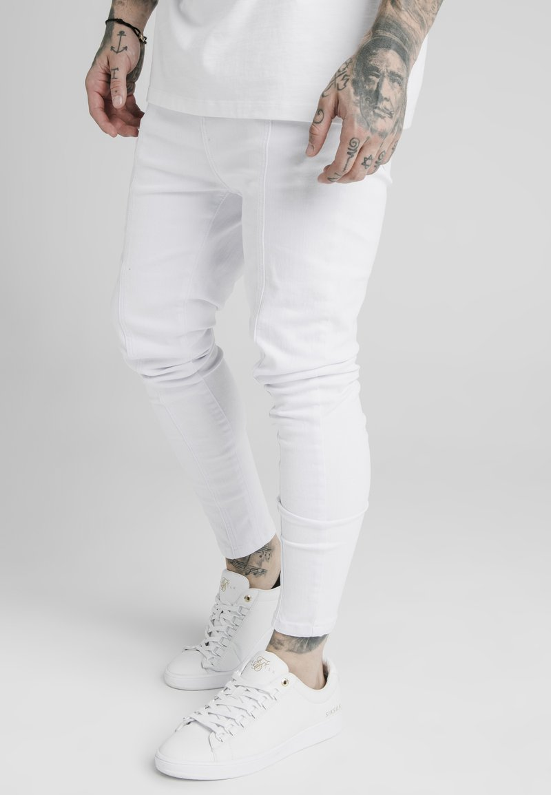 SIKSILK - DROP CROTCH PLEATED APPLIQUE  - Jeans Skinny Fit - white