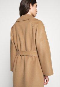 WEEKEND MaxMara - Classic coat - kamel - 4