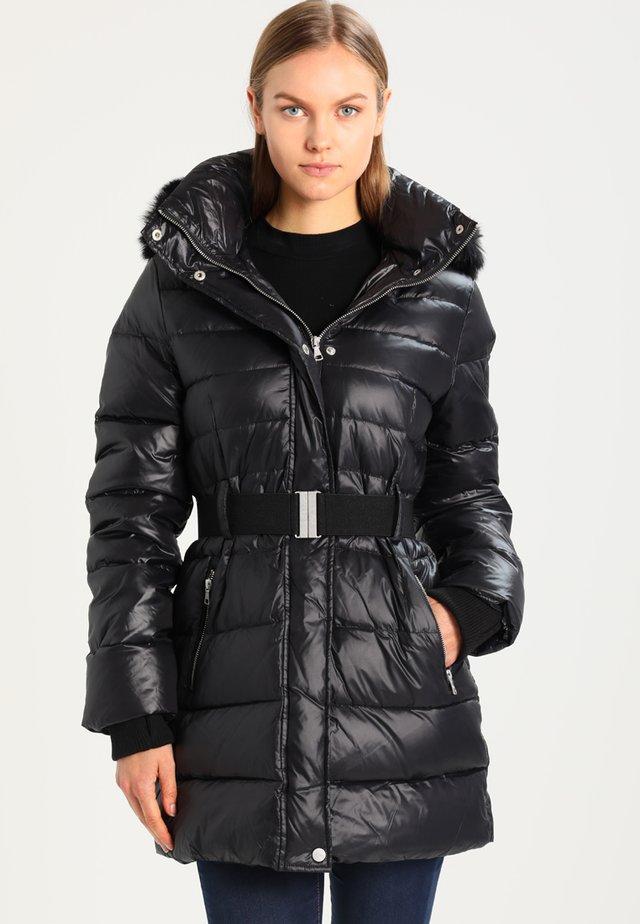 VALERIE BELTED COAT - Kabát zprachového peří - black