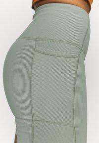 Cotton On Body - POCKET BIKE SHORT - Medias - basil green - 4