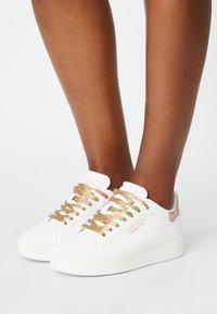 Benetton - TRIPLE GLIT - Sneakers basse - white/gold - 0