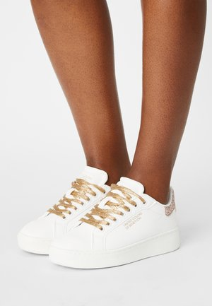 TRIPLE GLIT - Zapatillas - white/gold