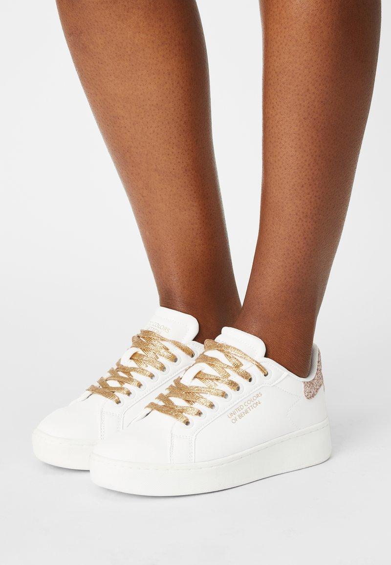 Benetton - TRIPLE GLIT - Sneakers basse - white/gold