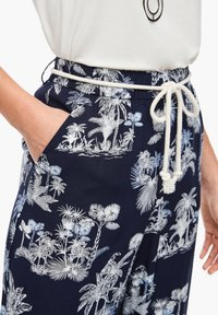 s.Oliver - ALLOVER-PRINT - Trousers - dark blue aop palms - 4