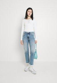 Tommy Jeans - IZZIE SLIM ANKLE - Slim fit jeans - denim light - 1