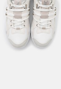 ONLY SHOES - ONLSILVA CHUNKY - Sneakers laag - white - 5