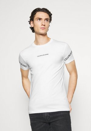 STRETCH LOGO TEE - Triko s potiskem - bright white