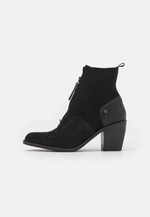 TACOMA II ZIP KNT SUE W - Ankle boots - black