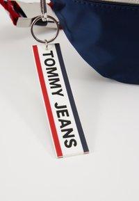 Tommy Jeans - LOGO TAPE BUMBAG  - Bæltetasker - blue - 7