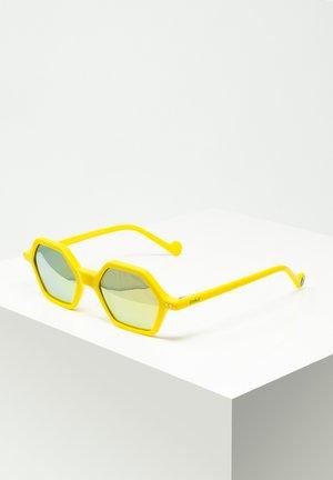 SASCHA - Sunglasses - yellow