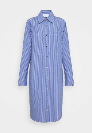 EAST - Košilové šaty - blue pin