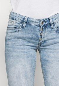 Mavi - ALMA - Denim shorts - light blue denim - 5