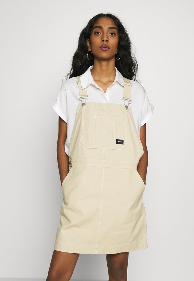MICHIGAN PINAFORE - Denim dress - desert