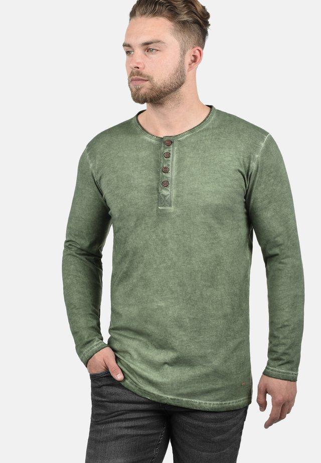 RUNDHALSSHIRT TIMUR - Long sleeved top - olive