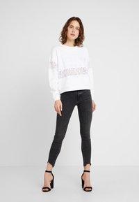 Guess - STRIPE - Sweatshirt - true white - 1