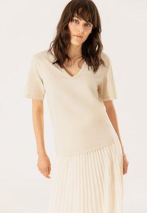 V-NECK - Basic T-shirt - porcelain white