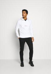 Champion - CUFF PANTS - Teplákové kalhoty - black - 1