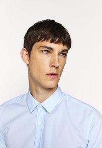 HUGO - ELISHA - Formal shirt - light pastel blue - 3