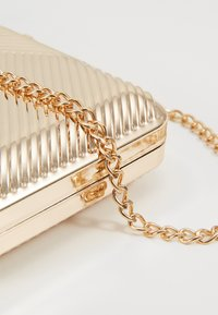 Dorothy Perkins - CASE BOX - Clutch - gold - 6