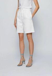 BOSS - Denim shorts - natural - 0