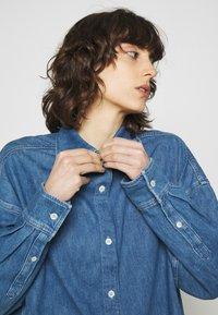 ARKET - SHIRT - Skjorta - mid blue wash - 4