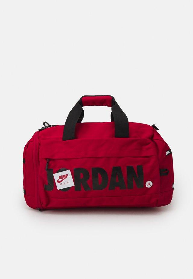 JUMPMAN CLASSICS DUFFLE BAG - Sportovní taška - gym red