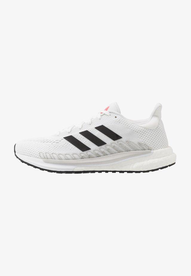 SOLAR GLIDE 3 - Neutrální běžecké boty - footwear white/core black/signal pink