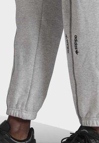 adidas Originals - JOGGERS - Trainingsbroek - grey - 6