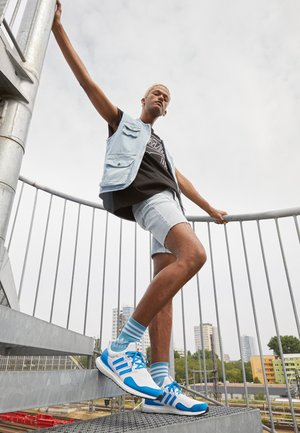 ULTRABOOST DNA x LEGO RUNNING ALPHASKIN PRIMEBLUE - Trainers - footwear white/shock blue/core black