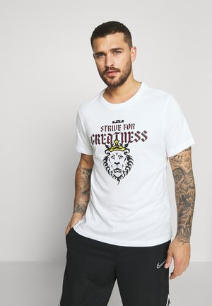 LEBRON JAMES DRY TEE LION - T-shirt con stampa - white